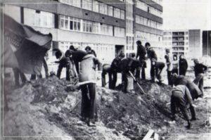 Jugendliche beim Subbotnik auf dem Großen Dreesch